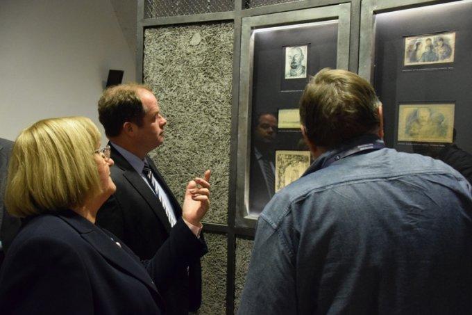2015 novemberében Dr. Hoffmann Tamás és munkatársai látogatást tesznek Zoliborzban, és megtekintik a Hadtörténeti Múzeumot