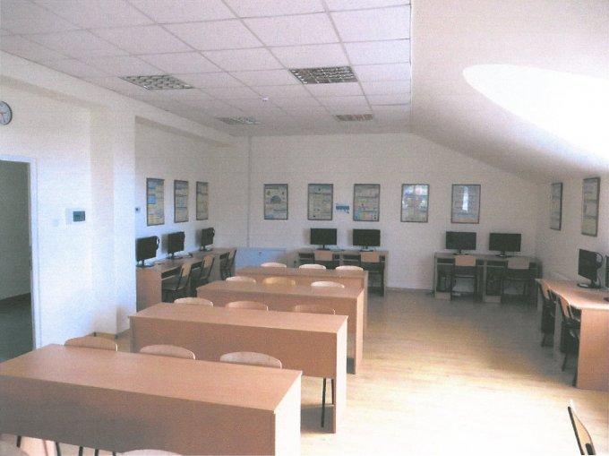 Újbuda Önkormányzata támogatásából felújított tanterem