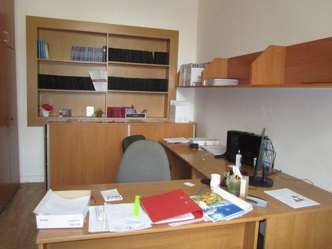 Újbuda Önkormányzata támogatásából felújított iroda