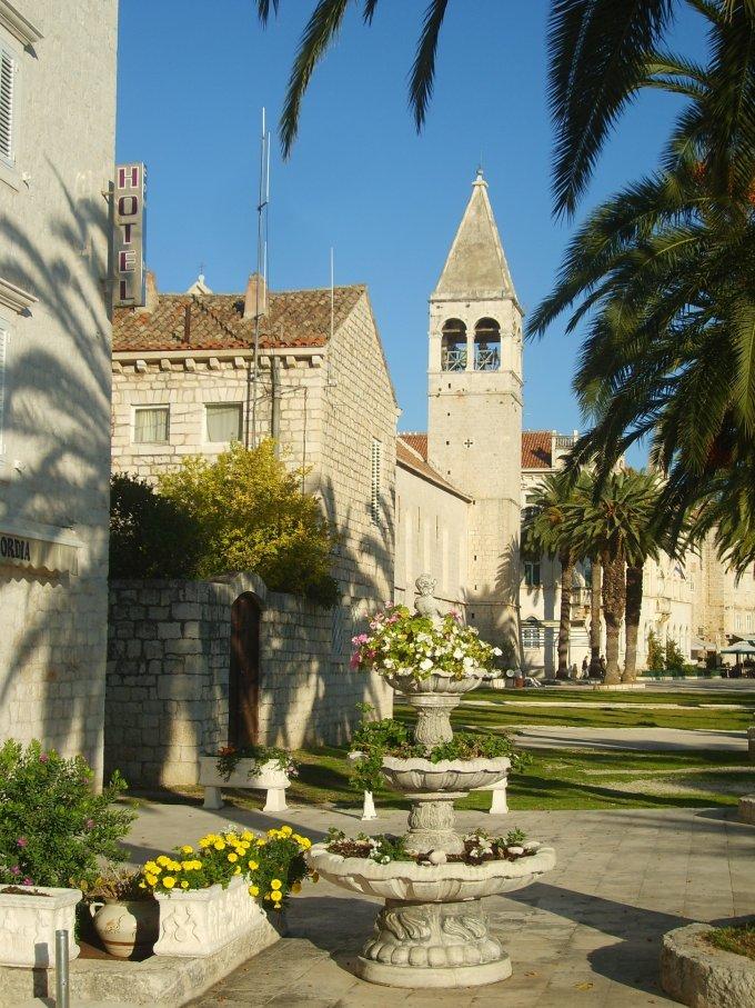 Tengerparti sétány Trogírban