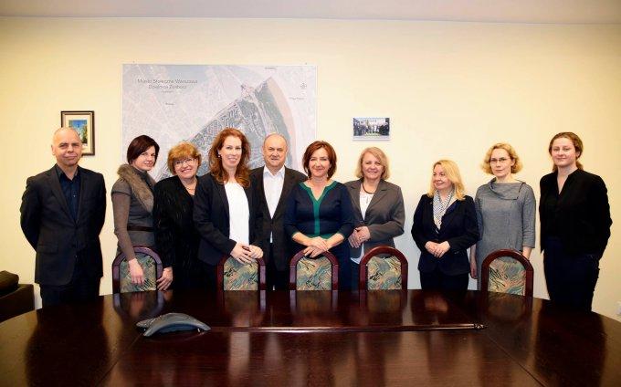 Az újbudai polgármesteri hivatal munkatársai 2016 decemberében közös szakmai szemináriumon vettek részt zoliborzi kollégáikkal