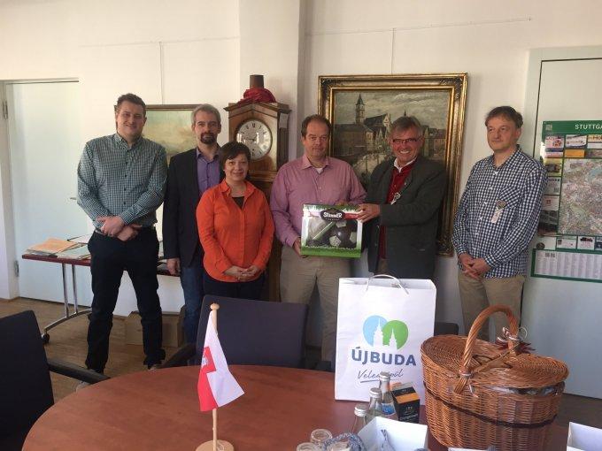 Dr. Hoffmann Tamás polgármester és Bernd-Marcel Löffler elöljáró munkatársaik körében