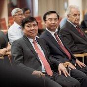 A delegáció a nagyteremben