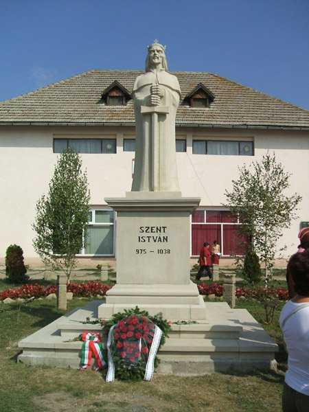 Szent István szobor Kézdiszentlélek főterén