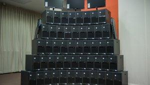 Számítógépeket kaptak a kerületi iskolák